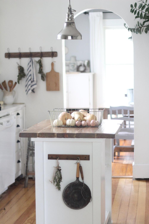 Simple Ways to Add Farmhouse Style to Any Kitchen - Farmhouse on Boone