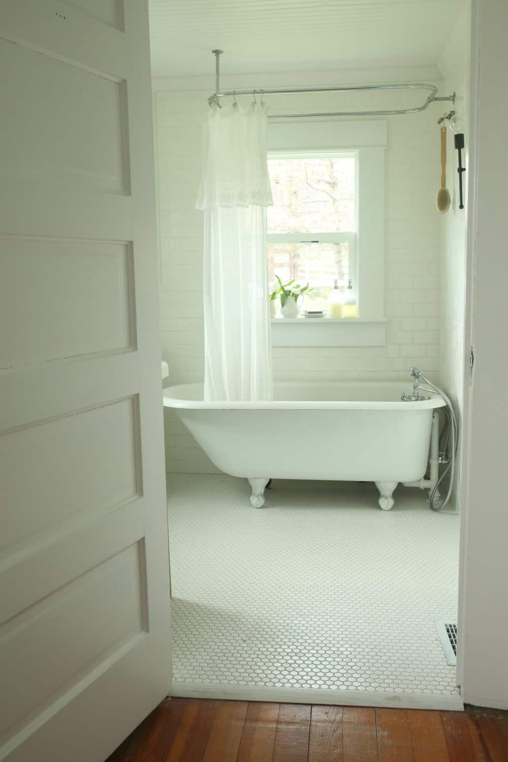 Refinishing A Clawfoot Tub Before And After Farmhouse On