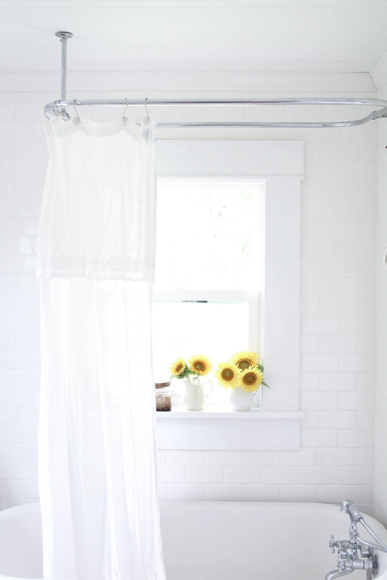 summer white farmhouse bathroom