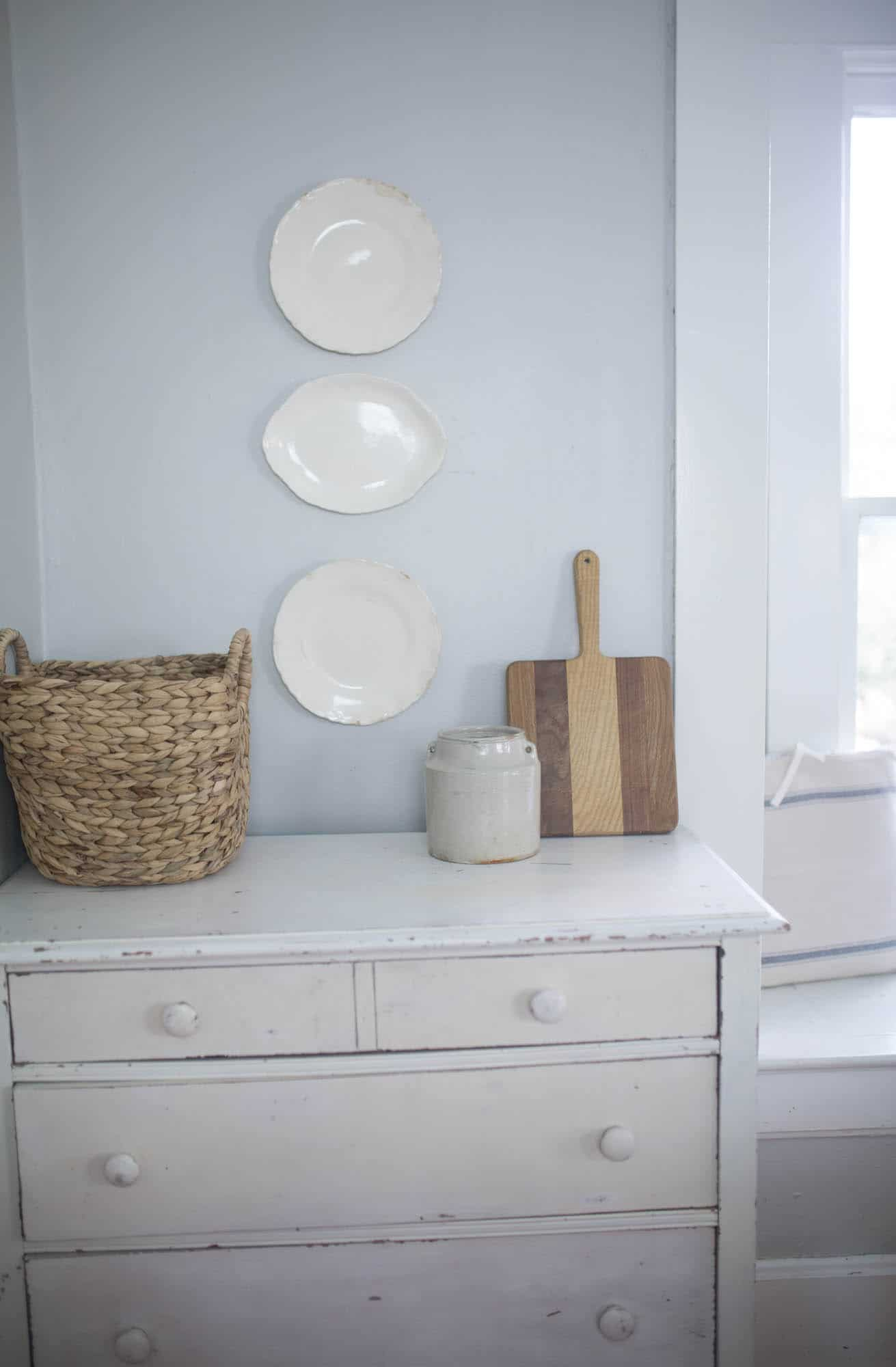 How to Hang Plates on a Wall - Farmhouse on Boone