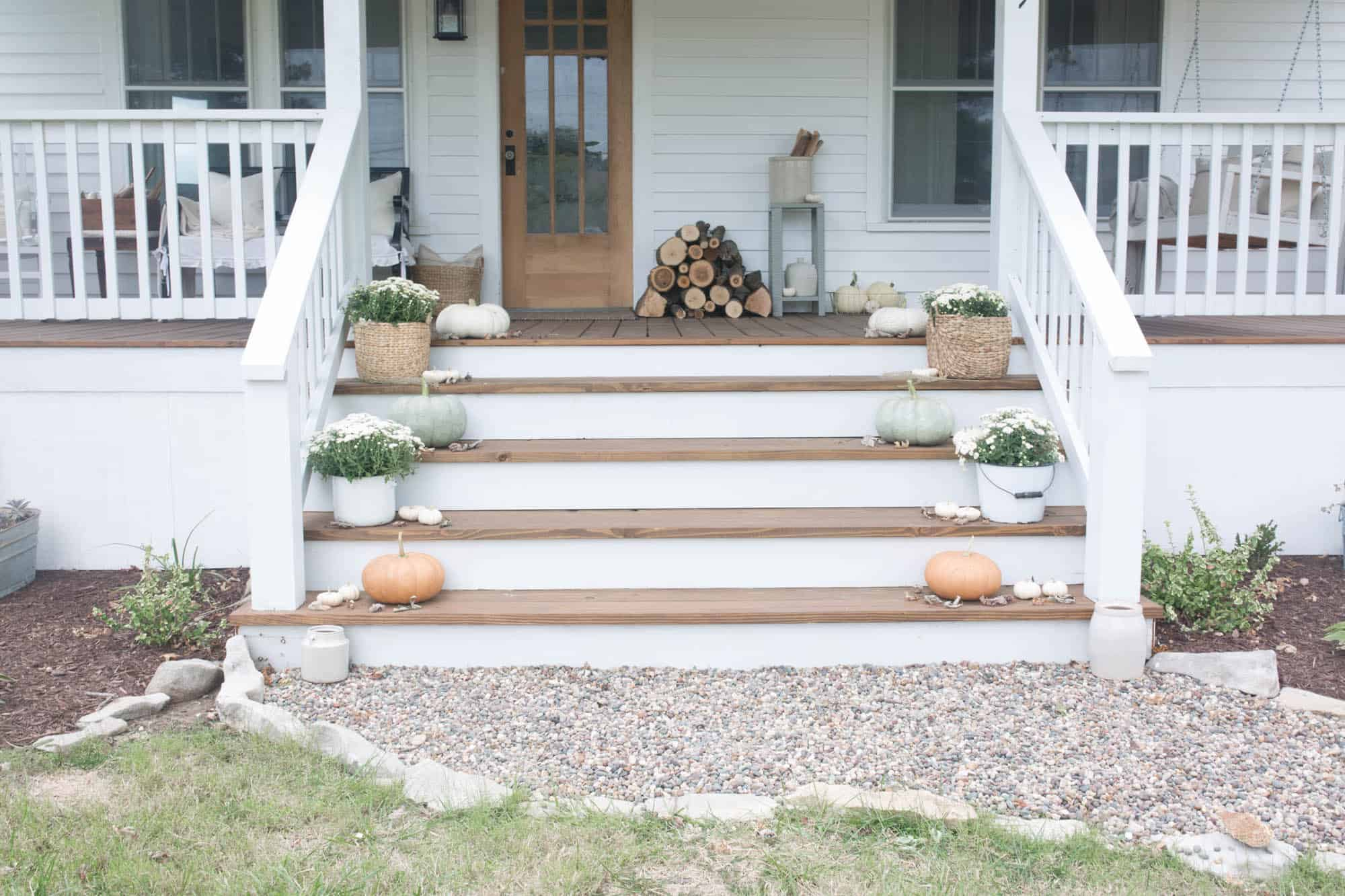 Fall Farmhouse Front Porch Decorating Ideas