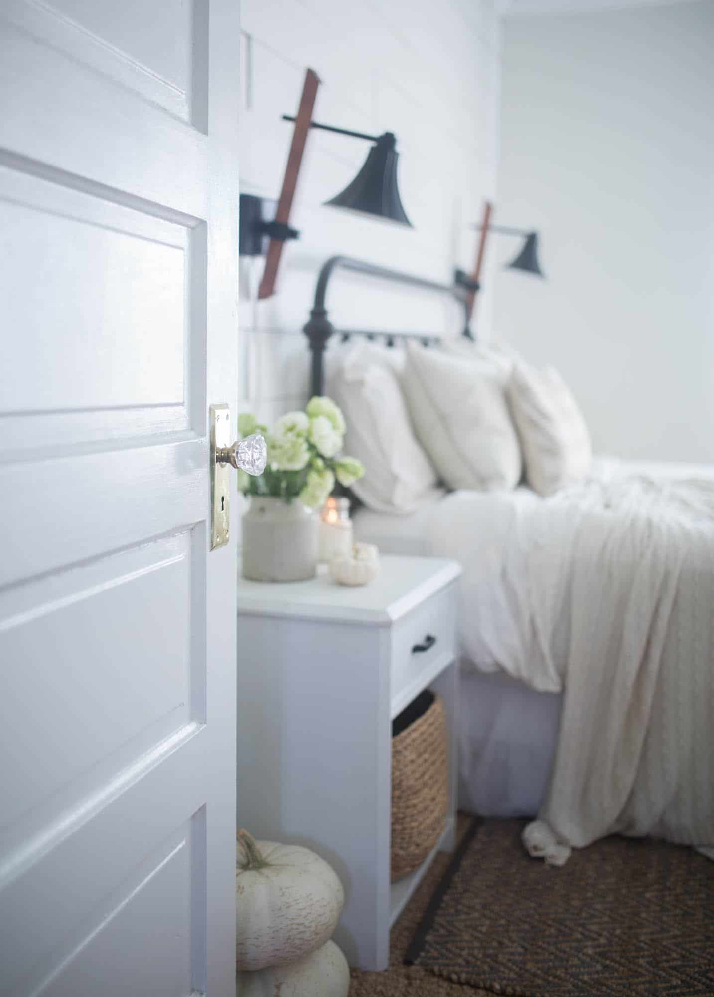 See My Neutral Fall Decor In Farmhouse Bedroom And Kitchen