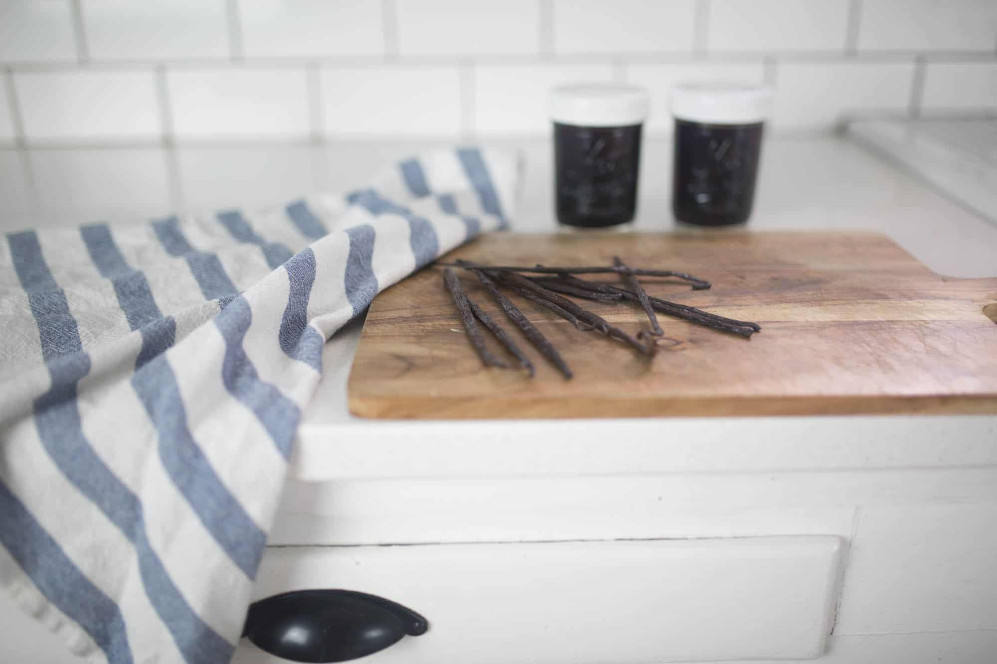 simple instructions to make homemade vanilla extract
