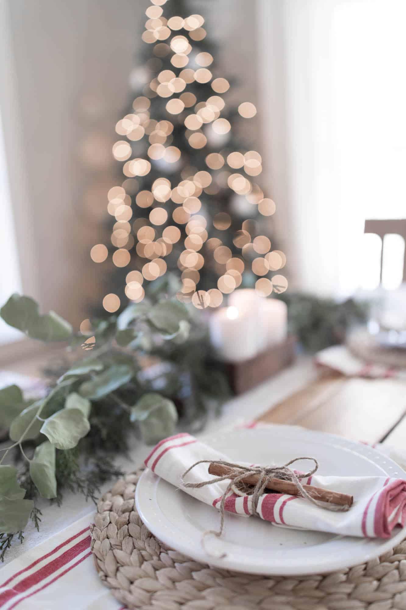 farmhouse christmas dining room