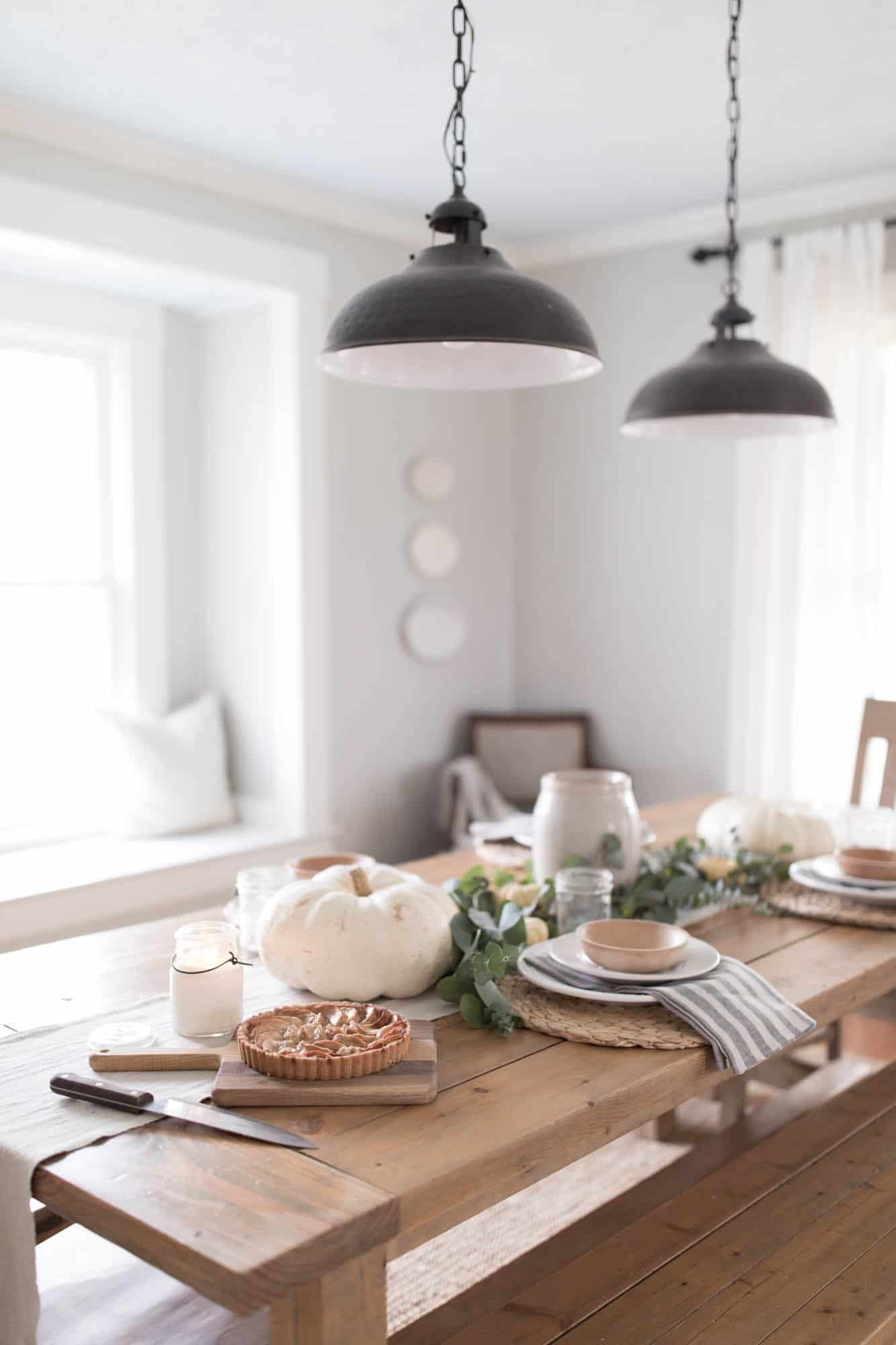 Natural Thanksgiving Table Decor Farmhouse Style