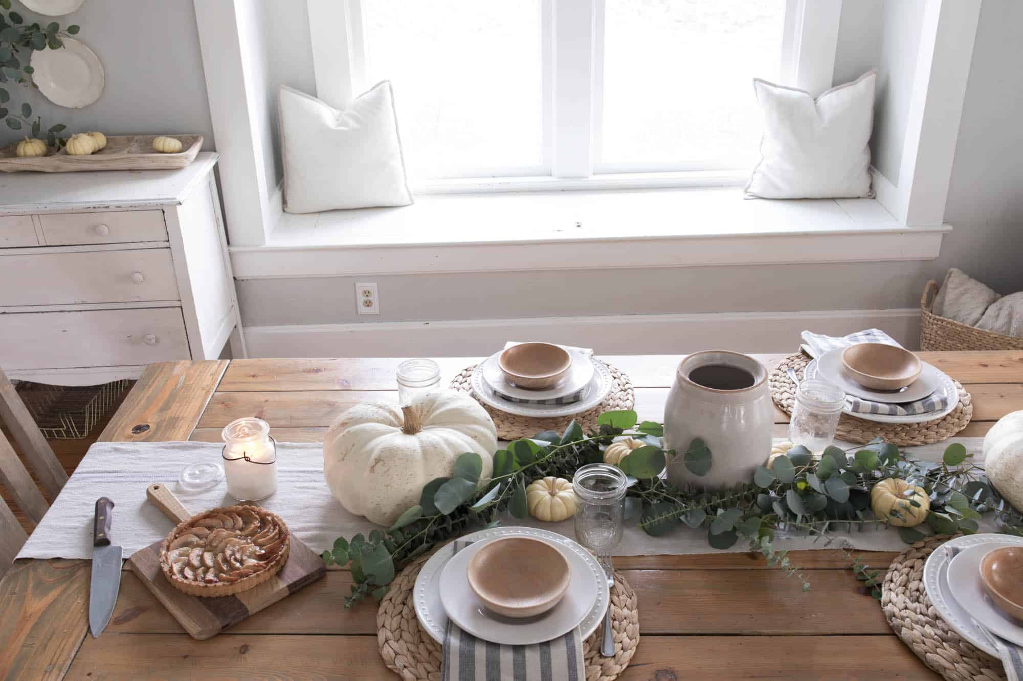 Cozy farmhouse Thanksgiving Table Setting