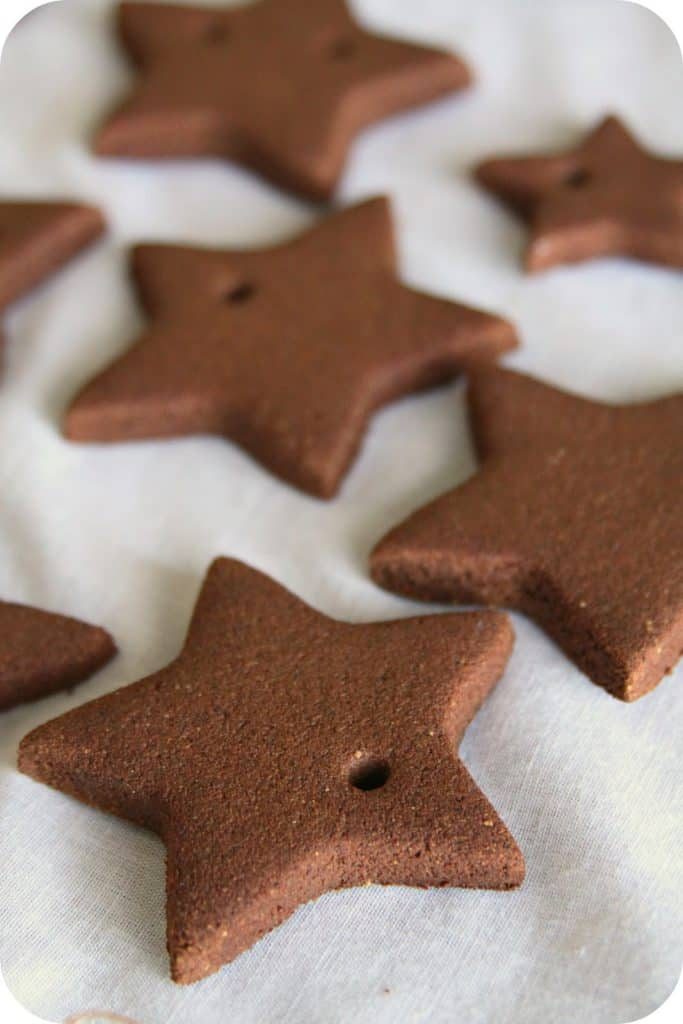 DIY Christmas Ornaments- Eight neutral Christmas Ornaments you can Make