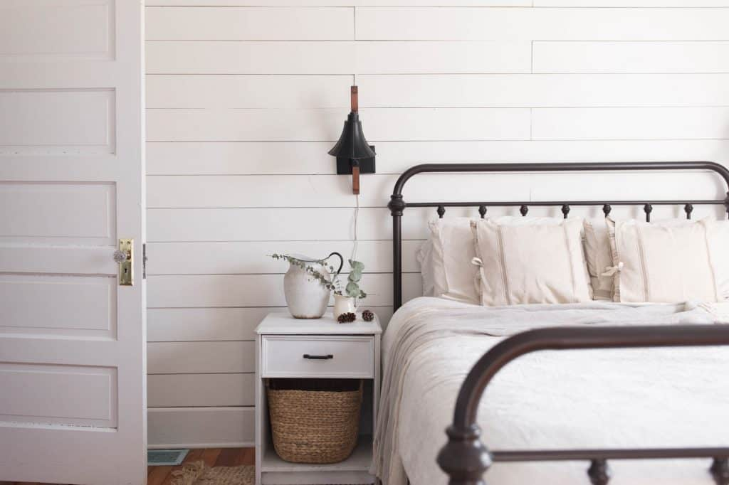 natural winter farmhouse bedroom decor