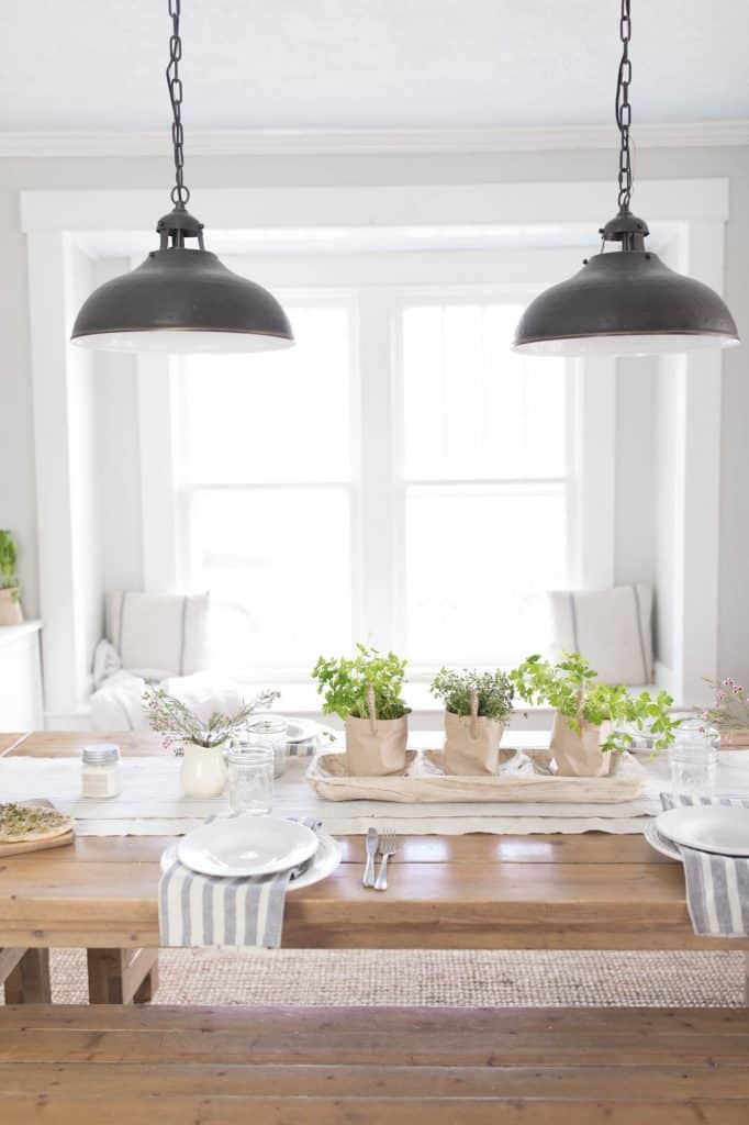 Simple Farmhouse Dining Room Spring Decor and Table Setting