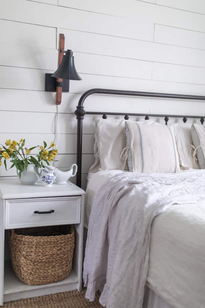 Simple Spring Farmhouse Bedroom-4