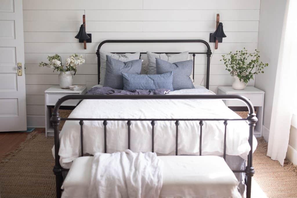 summer bedroom farmhouse decorating