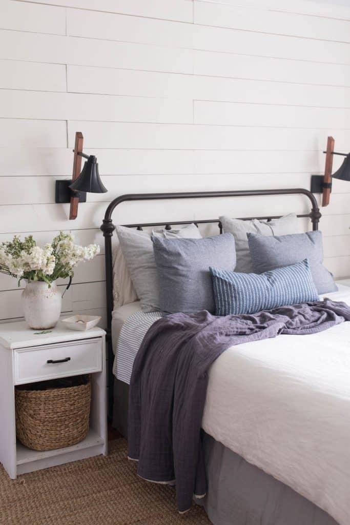farmhouse style bedroom summer decorating ideas