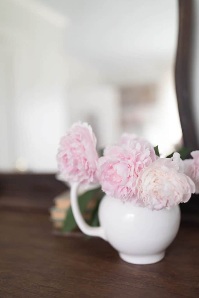 summer bedroom peonies