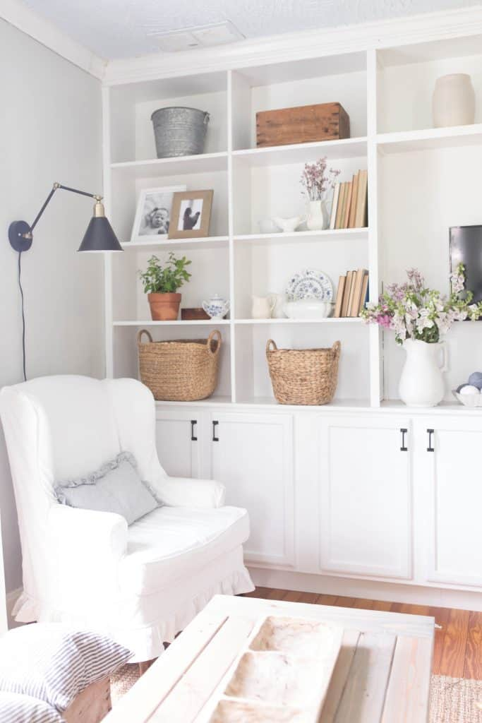 Bookcases And Shelves Are Tricky To Decorate Balance Learn How Style Built Ins With Simple Elements Like Fresh Fls Frames Antiques