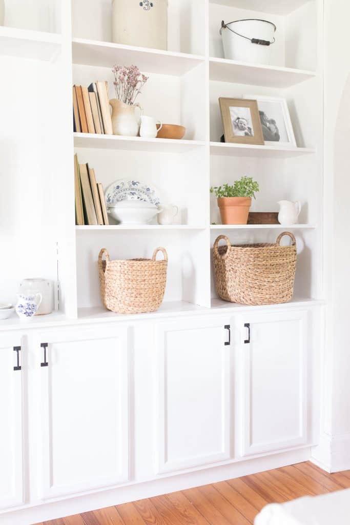 simple bookshelf styling farmhouse style home decor