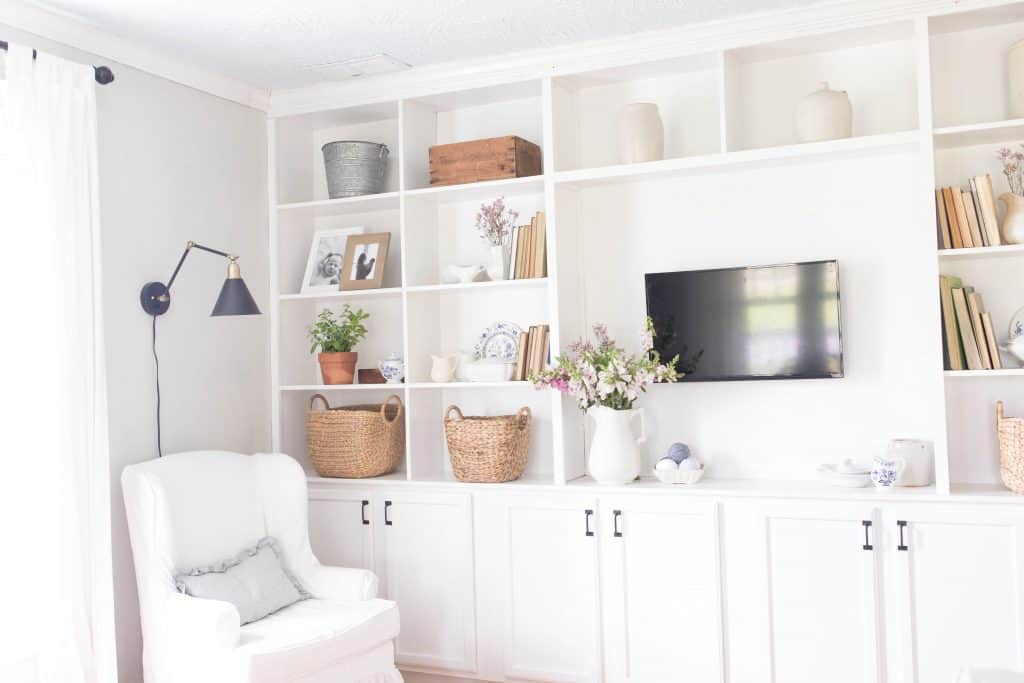 how to style built ins without clutter